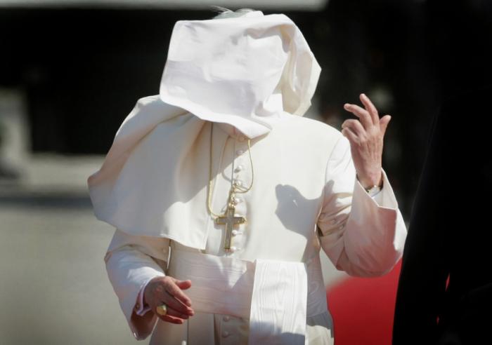 Underbart roliga bilder på Påvar som kämpar mot vinden