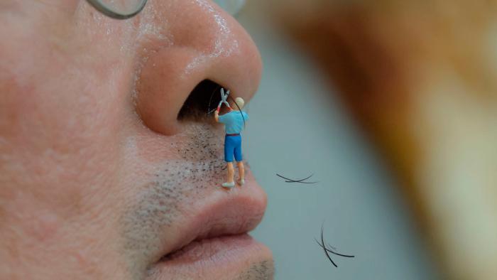 Hur skulle det se ut om miniatyrmänniskor skötte de där tråkiga delarna av vardagen?