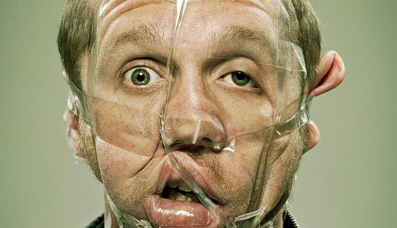 Bilder på tejpade ansikten som troligen kommer hålla dig vaken i kväll!