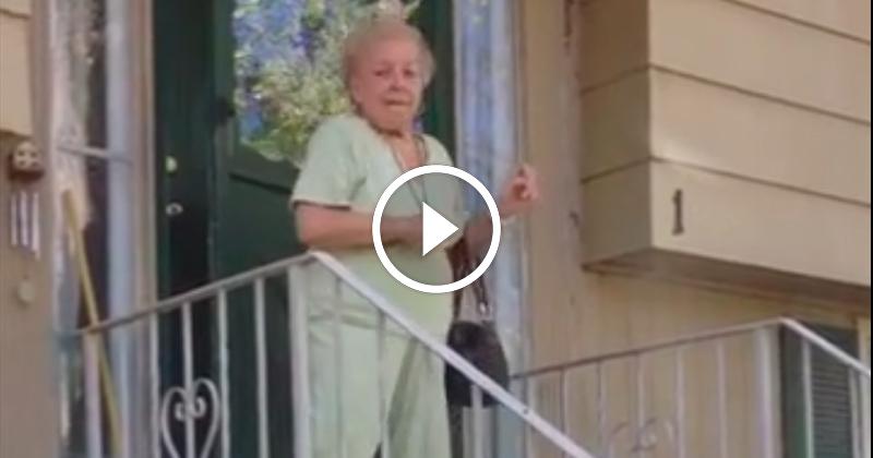 Dansande äldre kvinna - När man lämnar jobbet för att gå på semester