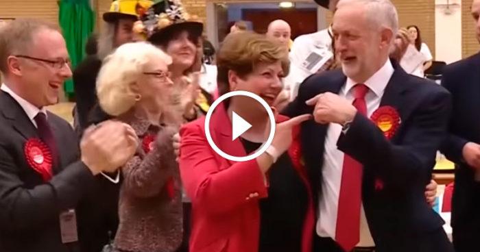 VIDEO: Ta fram skämskudden, för här har du världshistoriens sämsta high five!