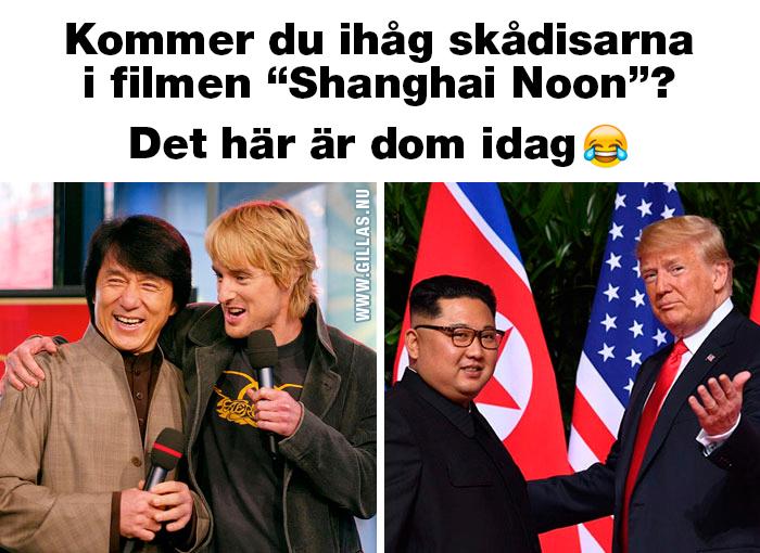 Kim Jong Un och Donald Trump skakar hand