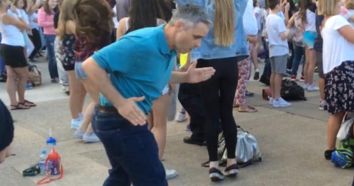 VIDEO: Alla pappor har sina speciella moves, men den här farsan tar nog priset!