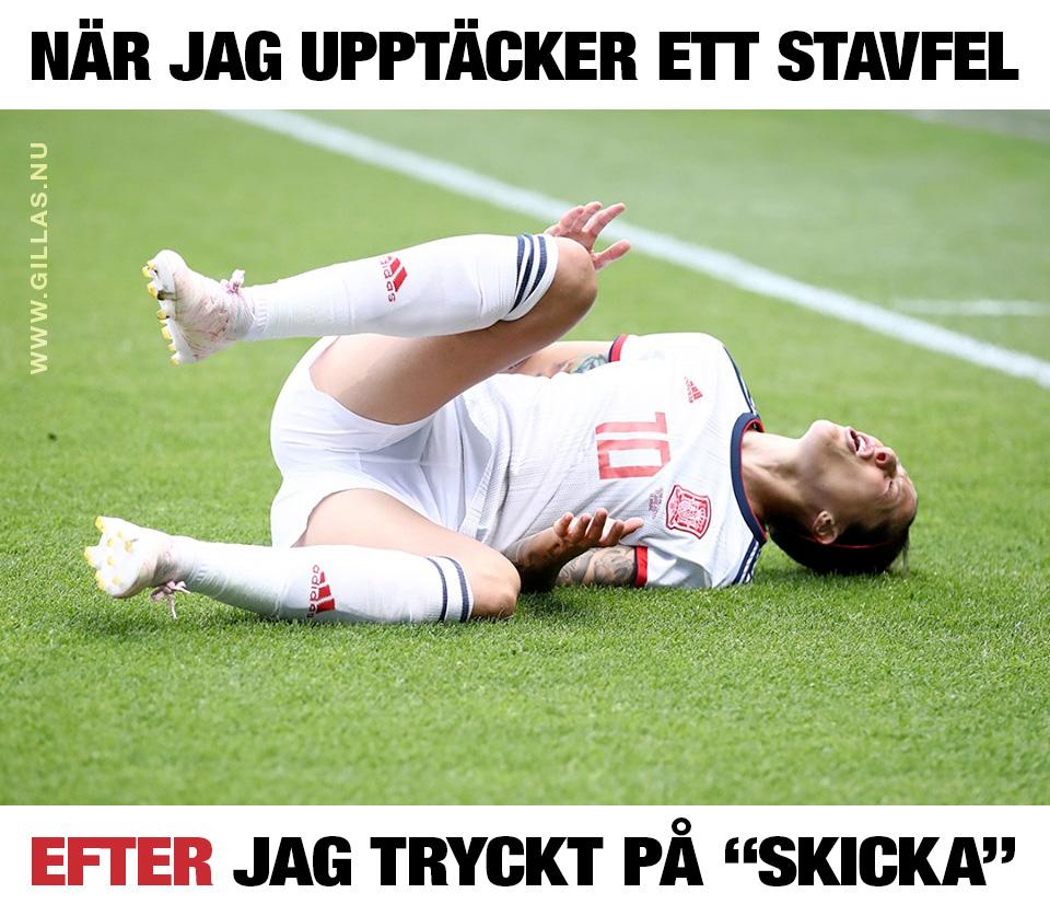 Fotbollsspelare som ligger ner