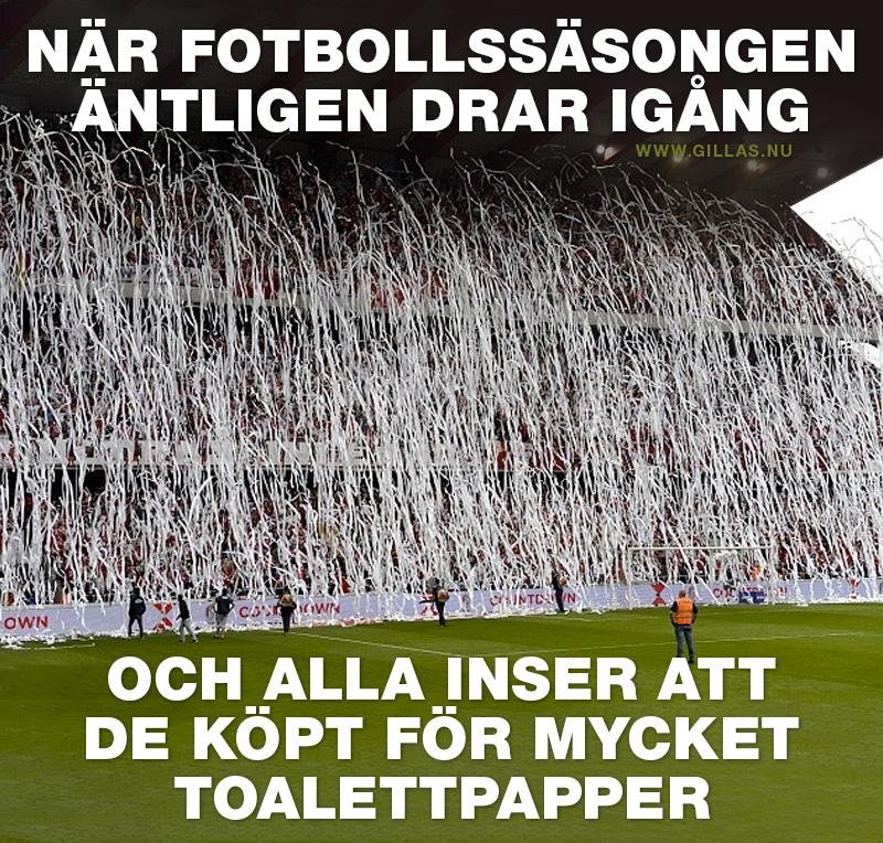 Tifo av toalettpapper kastas in på fotbollsmatch